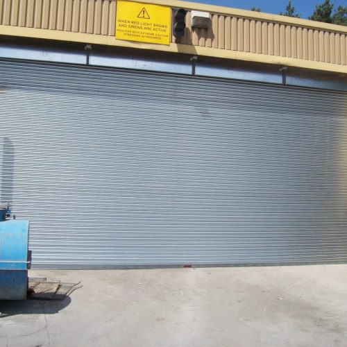 Large shutter with reiforced fascia